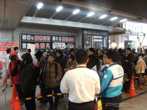 Фотографии со старта продаж PS Vita в Японии